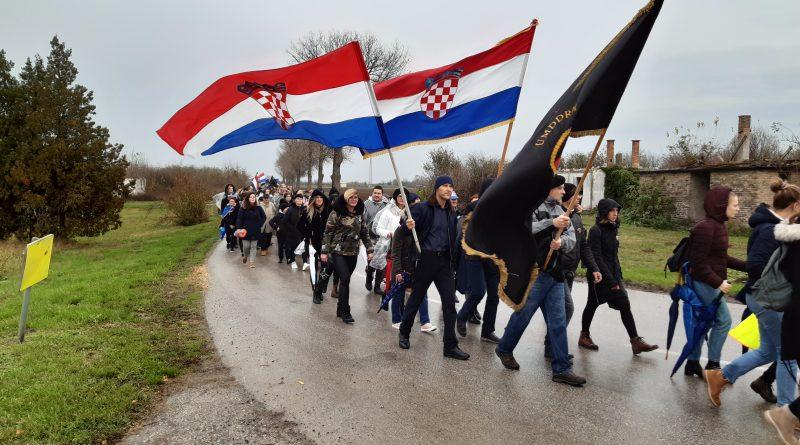 FOTO: Hodali su u mimohodu ponosno, za svoje ubijene roditelje